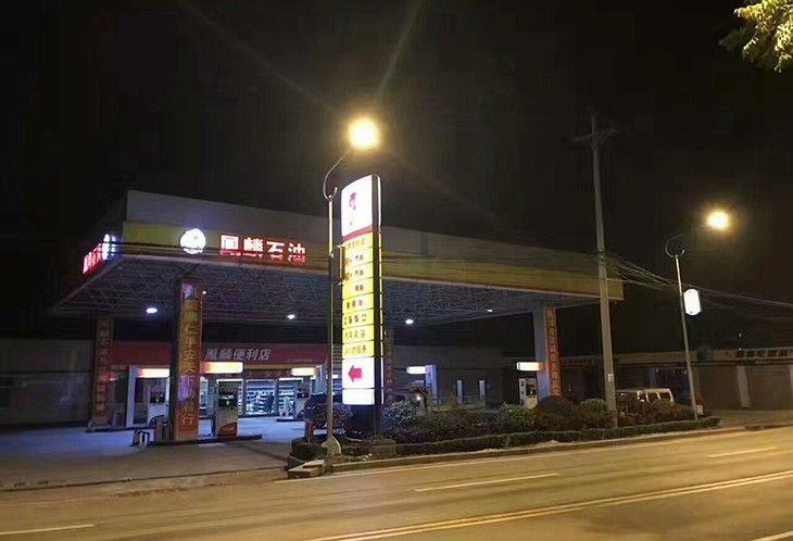 加油站夜景
